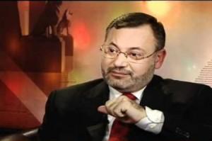 ahmadmansour  300x199  زوجة مذيع الجزيرة أحمد منصور: تعرفتُ عليه أثناء دورة إعلامية أجرتها الجزيرة للإعلاميين العرب