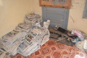 unnamed8 300x200 صور  مجهولون يقتحمون مقر صحيفة الصباح الجديد بالحديدة وينهبون أجهزتها